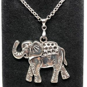 Tibetan Silver Elephant Decorated Pendant Necklace